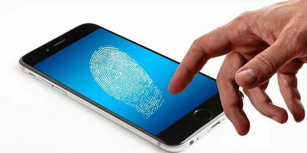 smartphone finger ¿Qué son los Datos Biométricos?