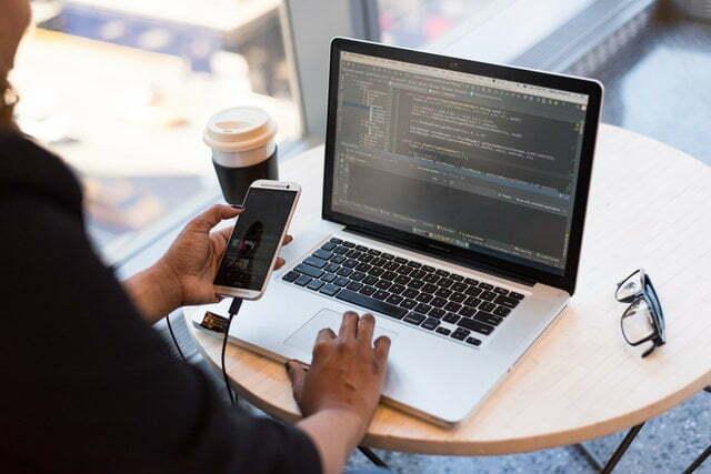 Lenguajes de programación como Typescript uno de los más usados se desarrolla tanto aplicaciones web como aplicaciones para móviles