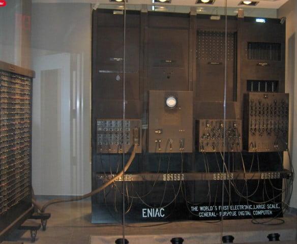 ENIAC (Computador e Integrador Numérico Electrónico)