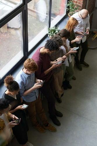 Personas-usando-smatphones