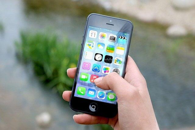 ¿Cómo ejecutar y reproducir ficheros con extensión MP4 en teléfonos móviles iPhone con iOS?