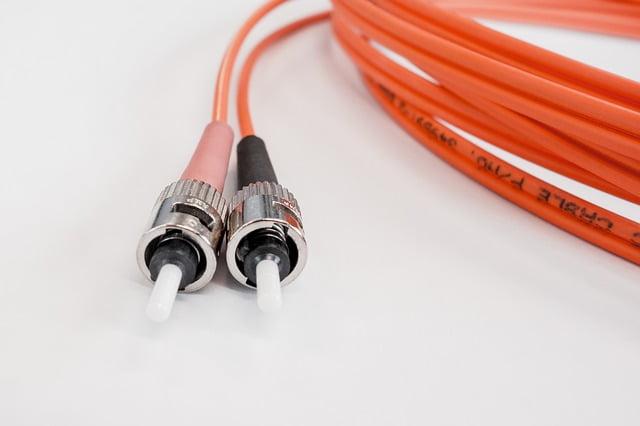 La fibra óptica ofrece menor latencia